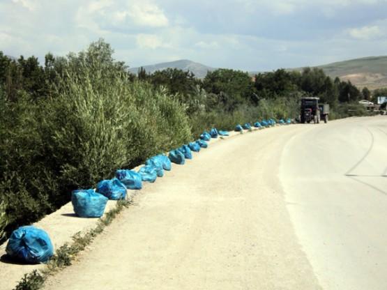 Van Büyükşehir Belediyesi İki Dereden 100 Ton Çöp