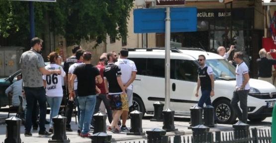 Beşiktaş Taraftarı Gaziantep'i Siyah Beyaza Donattı