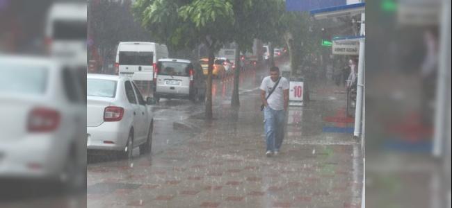 Balıkesir'de Şiddetli Yağmur Hayatı Durma Noktasına Getirdi