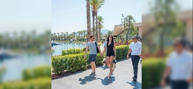 Metin Hara ve Adriana Lima aşkına bahisler açıldı