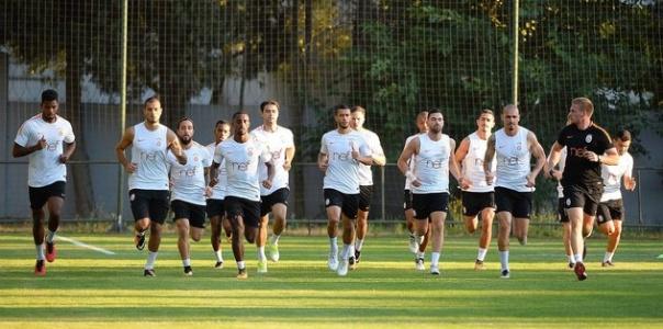 Galatasaray'da Toplantı Öncesi Kadro Temizliği