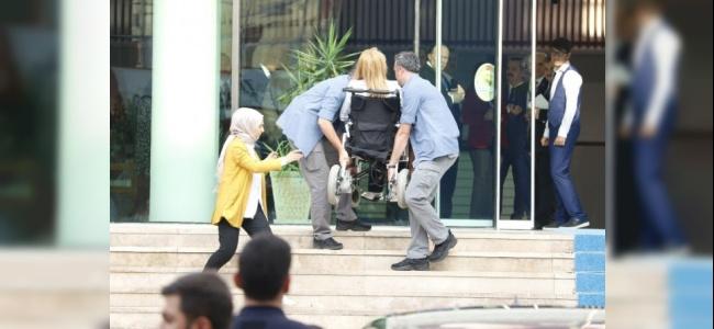Milletvekili Bennur Karaburun Korumaların Yardımıyla İçeriye Alındı