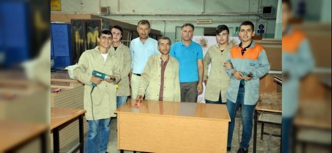 Muş'ta Eğitim Gören Öğrenciler Okullarında Çalışarak Destek Oluyor