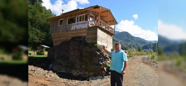 Kaya Üstüne Yapılan Restoran Büyük İlgi Görüyor