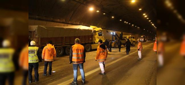 TEM Otoyolunda 12 Araç Zincirleme Trafik Kazası Yaptı
