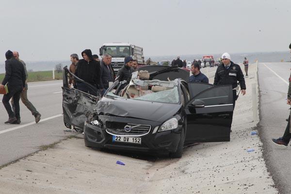 TIR'a Arkadan Vuran Otomobilde 3 Kişi Hayatını Kaybetti