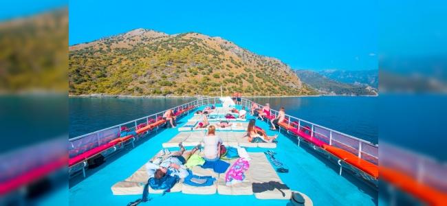 Yunan Adaları Mavi Tur Yapan Türk Guletleriyle Dolu
