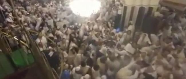 Çıldırtan Görüntüler! İsrailliler Cami Basıp Dans Etti!