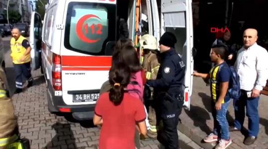 İstanbul'da Bir Ortaokulda Yangın Çıktı Öğrenciler Okuldan Tahliye Edildi