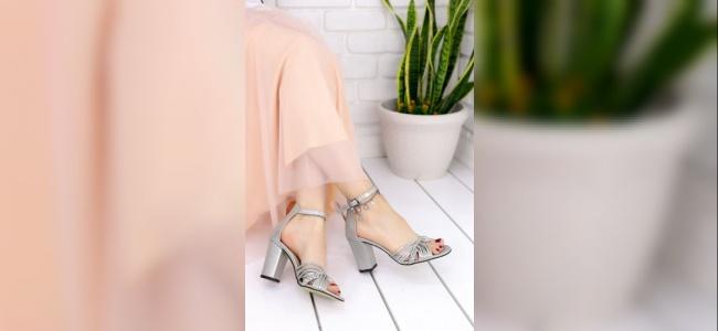 Topuklu Ayakkabılarla Yürüme Pratiği Yapma
