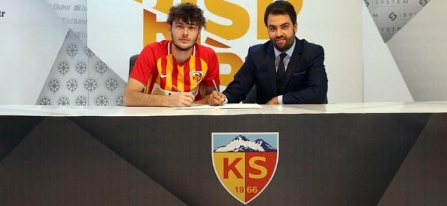 İstikbal Mobilya Kayserispor Genç futbolcuyla 5 yıllık sözleşme imzaladı.