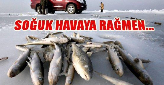 Buz Gibi Havada Balık Avlıyorlar - Van Haberleri