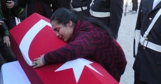 Cenazede Tabuta Sarılıp Ağlayan Kadın Sahte Çıktı