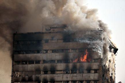 İran'da 17 Katlı Bina Çöktü..Ölü Sayısı Artıyor