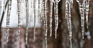 Erzurum'da Buz Sarkıtları Tehdit Olmaktan Çıkıyor