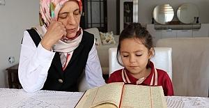 Vanlı Minik Asya Kuran-ı Kerim'i Hatim Etti