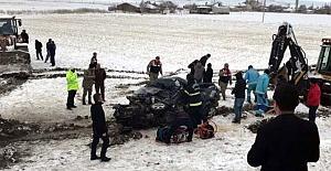 Afşin'de Otomobil Yolcu Otobüsünün Altında Kaldı: 1 Ölü, 4 Yaralı