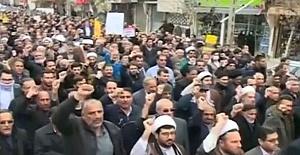 İran'da Birçok Kentte Protestolar Devam Ediyor