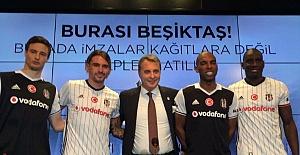 Beşiktaş'ta Yeni Transfer İmzayı Attı