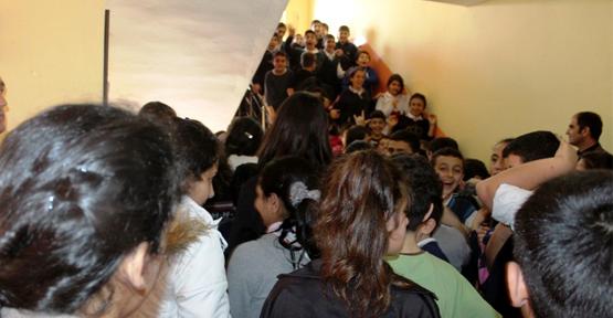 Van Hüsrevpaşa Ortaokulu'nda Deprem Anı