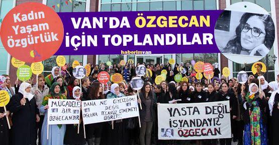Van'da Kadınlar Özgecan İçin Toplandı