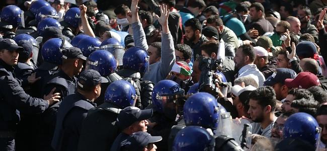 Cezayir'de seçimlere ertelenme kararı alındı